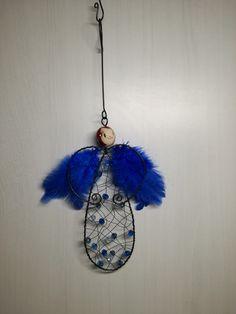 ...tak+si+tak+létám:-)+O...+je+vyroben+z+černého+žíhaného+drátu+a+keramické+hlavičky.+Výška+bez+háčku+je+18+cm.+Určeno+do+interieru. Dream Catcher, Decor, Angels, Dreamcatchers, Decoration, Decorating, Dream Catchers, Deco