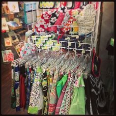 Huge selection of adorable, cool, pretty, classic, hip aprons & mitts @Presents OfMind  #presentsofmind
