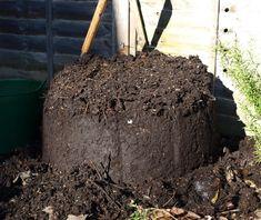 faire un bon compost Composting At Home, Worm Composting, Potager Garden, Garden Compost, Fall Vegetables, Growing Vegetables, Permaculture, Faire Son Compost, Kitchen Compost Bin