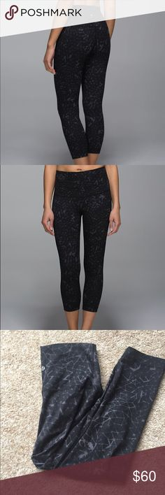 Lululemon Wunder Under *roll down EUC lulu wunder under in the print star crushed. Can be worn high waisted as shown to rolled down to waist of choice. Reasonable offers considered  * the roll down wunder unders do not have a inner waistband pocket like most wunder under styles lululemon athletica Pants Leggings