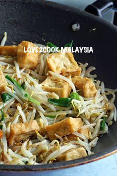 One of my favourite vege stir fry.Bean sprouts with Tofu. I've posted one using coconut milk HERE before. BEAN SPROUTS WITH T. Recipes Using Beans, Tofu Recipes, Lunch Recipes, Vegetarian Recipes, Healthy Recipes, Candida Recipes, Vegetarian Options, Healthy Lunches, Healthy Desserts