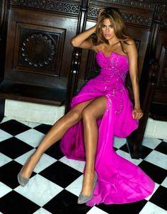 Ooo I love this pink dress! Eva Mendes looks amazing!