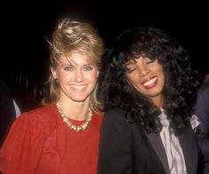 Olivia Newton-John and Donna Summer enjoy themselves at the Dreamgirls opening night in 1983 Music Icon, Pop Music, Musica Disco, Women Of Rock, Still Love Her, Olivia Newton John, John Travolta, Famous Couples, Piano Man
