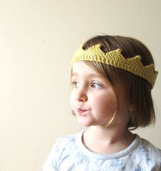 this is knit, need to find in crochet! Ravelry: Circlet pattern by Dani Sunshine -- I'm so making this for the kids -- 2 at least, maybe some for christmas gifts next year as well Easy Knitting Projects, Knitting For Kids, Free Knitting, Knitting Tutorials, Baby Knitting Patterns, Crochet Patterns, Crown Pattern, Free Pattern, Cotton Cord