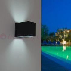 Una casa senza #illuminazione per #esterni è come un giardino senza fiori. Scopri come #illuminare l'esterno della tua #casa