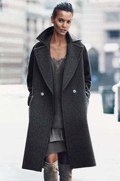 ROPA DE ABRIGO EN H&M, HERMOSO Y BUEN PRECIO Hola Chicas!! Les tengo una galeria de foto de chaquetas, abrigos, capas, jerseys largos, todos muy bonitos y como les he compartido en las otras publicaciones, se estan usando mucho estos estilos y lo bueno es que en H&M siempre vas a encontrarlos a muy buen precio. Les dejo el link para puedan conectarse y ver lo que tienen en la tienda online, pero recuerden que muchas veces no es lo mismo que hay en tiendas. http://www2.hm.com/es_es/mujer.html