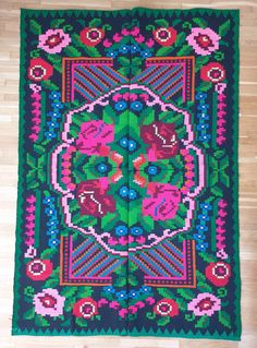 Beautiful handmade carpet, wool tinted using traditional methods in South Romania. Wool Carpet, Rugs On Carpet, Green And Black Background, Vintage Rugs, Vintage Items, Colorful Roses, Rug Making, Black Backgrounds, Wool Rug