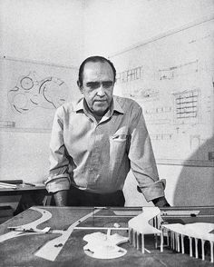 Oscar Niemeyer Oscar Ribeiro de Almeida Niemeyer Soares Filho, known as Oscar Niemeyer, was a Brazilian architect who is considered to be one of the key figures in the development of modern architecture. Architecture Design, Futuristic Architecture, Contemporary Architecture, Chinese Architecture, Architecture Office, Oscar Niemeyer, Kenzo Tange, Philip Johnson, Frank Gehry