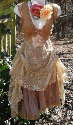 Beige lace dress wedding bridesmaid rustic shabby boho rose vintage romantic medium by vintage opulence on Hippy Chic, Boho Chic, Shabby Chic, Gypsy Style, Bohemian Style, Boho Outfits, Vintage Outfits, Mode Baroque, Vintage Opulence