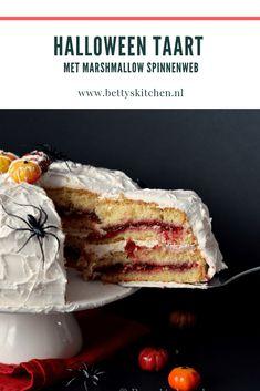 Spinnenweb taart | Halloween recepten | Betty's Kitchen Halloween Cakes, Halloween Party, Halloween Desserts, Cake Cookies, Marshmallow, Dessert Recipes, Marshmallows, Desert Recipes, Halloween Parties