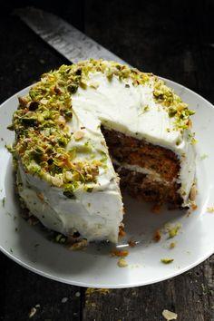 Mais pourquoi est-ce que je vous raconte ça... Dorian cuisine.com: Y'a des recettes comme ça où c'est tout de suite là maintenant ! Le CCCP… Le Carrot Cake Couroucoucou Paloma !