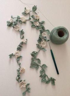 "Crochet Flowers Pattern ""No pattern - Thread crochet flower garland - what an awesome idea."", ""Crochet flower garland for spent banner in school room. Crochet Leaves, Crochet Motifs, Crochet Flower Patterns, Thread Crochet, Crochet Crafts, Crochet Flowers, Crochet Stitches, Diy Crafts, Beau Crochet"