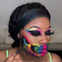 Halloween Luminous Makeup Tutorial – Makeup Art And Suggestions Makeup Clown, Sfx Makeup, Costume Makeup, Face Paint Makeup, Makeup Wipes, Kids Makeup, Cheap Makeup, Half Face Makeup, Bratz Doll Makeup