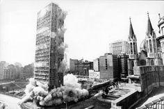 1975 -  (16 de novembro) - Implosão do edifício Mendes Caldeira, na região da praça da Sé.
