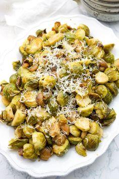 Rosenkohl geröstet mit Maronen Rezept. Dazu frisch gepresster Zitronensaft und Parmesankäse.