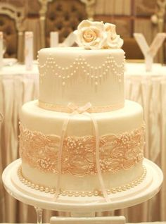 Beautiful vintage cake (Couture Cupcakes & Cookies).