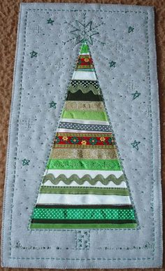 Ribbon Tree Sunburnt Quilts ok - just one Homemade Christmas Cards, Diy Christmas Ornaments, Christmas Projects, Christmas Crafts, Christmas Tree Quilt, Christmas Sewing, Christmas Fabric, Christmas Runner, Crazy Quilting