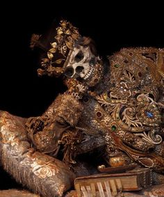 San Valentinus, sec,XVII-XVIII , Stiftsbasilika Walsassen:  ricamo in oro e argento filato, perle, gemme, merletti d'oro sec.XVII; tessuto dei cuscini inizio XVIII- - - THIS is the limited......of you name it!!! Rome Catacombs, Holy Body, La Danse Macabre, Image 3d, Momento Mori, Saint Valentine, Skull And Bones, Skull Art, Dark Art