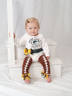 ok im learning to be a football packers fan. those are some darn cute leg warmers! Cute Kids, Cute Babies, Packers, Little Ones, Little Girls, Everything Baby, Baby Fever, Future Baby, Just In Case