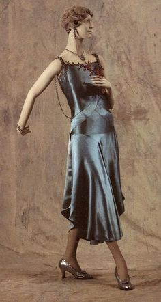 Vionnet, 1930. This is so similar to the shade of charmeuse I use on my super bootie skirts. I call it BLUE STEEL. ::makes zoolander face::