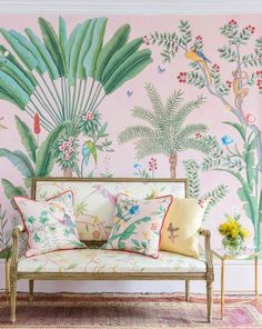 Aquazzura x de Gournay wallpaper + a collection of 5 shoes - Home Decoration - Interior Design Ideas De Gournay Wallpaper, Chinoiserie Wallpaper, Chinoiserie Chic, Hand Painted Wallpaper, Painting Wallpaper, Handmade Wallpaper, Silk Wallpaper, Spring Wallpaper, Luxury Wallpaper