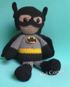 Batman em crochê, mede cerca de 25 cm  #batman #ligadajustiça #amigurumi