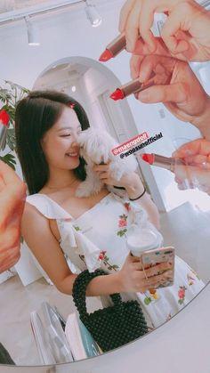 Kim Jennie, Yg Entertainment, Mamamoo, Blackpink Photos, Blackpink Fashion, Fashion Outfits, Blackpink Jisoo, Celebs, Celebrities