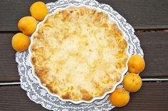 Meruňkový koláč s drobenkou a marcipánem - jednoduchá jogurtová buchta, lze s jakýmkoliv ovocem
