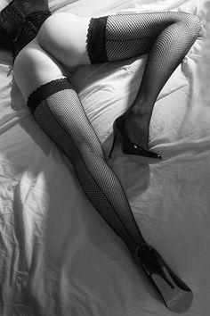 black-thigh-highs.tumblr.com