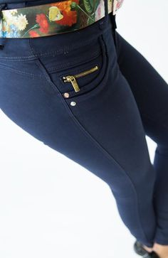 Fashion Pants, Girl Fashion, Athletic Wear, Girl Style, Blues, Denim, How To Wear, Clothes, Collection