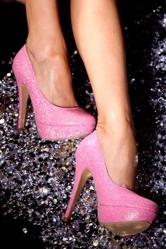 oh my gosh... sparkle pink pumps? too bad I can't wear these everyday.