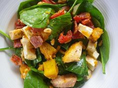 Spinach and Pine Nut Salad with Chicken recipe - A warm salad that can be served as a main or a side dish in both winter and summer. It is nice the next day too. Salads Up, Dinner Salads, Fruit Salads, Pine Nut Salad Recipe, Clean Recipes, Healthy Recipes, Healthy Meals, Healthy Food, Avocado Spinach Salad