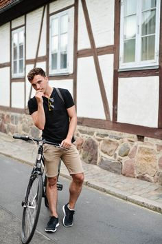 Black + Khaki What a chill outfit.