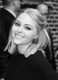 anna sophia robb-cute length, blunt edge