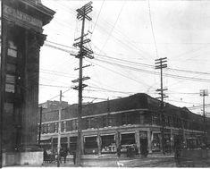 Northeast corner of St. Catherine and Guy looking Northeast . - 19 février 1914 - Archives de Montréal