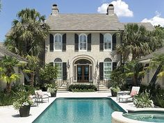 House Exterior Front of classic house with swimming pool Barbie Dream House, Facade House, Deco Design, Classic House, Pool Houses, House Goals, Humble Abode, Home Interior, Home Design