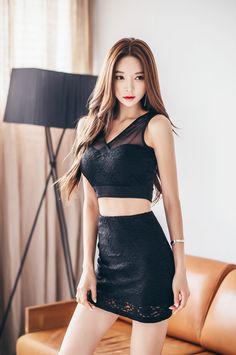 Ngắm người đẹp Park SooYeon khoe sắc trong 4 bộ váy đầy mê hoặc