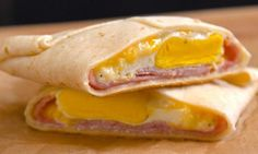Ham & Cheese Breakfast Pockets: Easy, portable breakfast pockets stuffed with ham, gooey melted cheese, and a perfectly-done baked egg. The best part is, there's absolutely zero clean-up. Breakfast Pockets, Ham Breakfast, Frozen Breakfast, Breakfast Wraps, Breakfast Dishes, Breakfast Casserole, Breakfast Recipes, Breakfast Tortilla, Tiphero Recipes