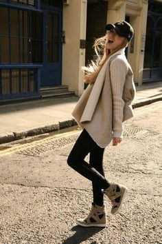 Cap, skinny jeans, cozy knit & wedge sneakers