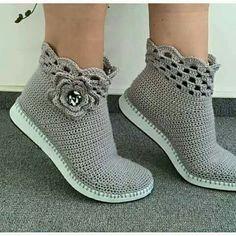 sandalias y zapatos tejidos a crochet ile ilgili görsel sonucu Crochet Sandals, Crochet Boots, Crochet Clothes, Crochet Baby, Crochet Cord, Crochet Shoes Pattern, Shoe Pattern, Crochet Patterns, Crochet Flip Flops