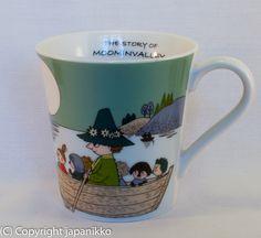 "Muumimuki ""The story of moominvalley"" -sarja (vihreä) Yamaka, japanikko Moomin Mugs, Tove Jansson, Troll, The Creator, Pottery, Ceramics, Songs, Tableware, Illustration"