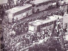 20 σπάνιες φωτογραφίες από το Πολυτεχνείο, 14 έως 19 Νοεμβρίου 1973   LiFO Paris Skyline, Times Square, Greece, Street View, Travel, Greece Country, Viajes, Destinations, Traveling