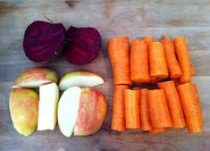 What Happens When You Mix Beets, Carrots And Apples: A Glass of Juice That Destroys Many Diseases! Broccoli Juice, Cabbage Juice, Red Juice Recipe, Spicy Carrots, Jugo Natural, Roasted Root Vegetables, Juicing Benefits, Beetroot, Us Foods