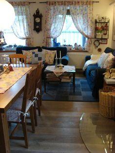 Náš obýváček Valance Curtains, Table, Furniture, Home Decor, Quartos, Decoration Home, Room Decor, Tables, Home Furnishings