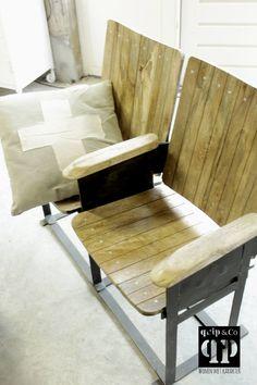 Industriële bioscoopstoel met mango houten zitting