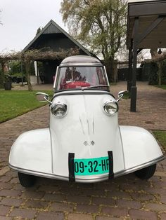 Harley Davidson Sidecar, Vespa, Reverse Trike, Weird Cars, Charles Eames, City Car, Hot Cars, Bugatti, Cars And Motorcycles
