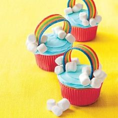 Upgrade plain-jane treats for a birthday party or just any day with these simple cupcake decorating tips. (dessert recipies for kids cups) Cupcakes Design, Kid Cupcakes, Rainbow Cupcakes, Yummy Cupcakes, Cupcake Cookies, Decorate Cupcakes, Birthday Cupcakes, Rainbow Dash Cake, Rainbow Candy