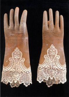 Rebecca Szeto latex, lace 2001 Gloves No.1
