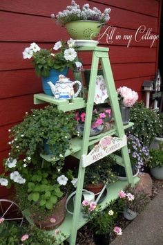 wooden ladder painted green with shelves for flower pots and garden art. love Old wooden ladder painted green with shelves for flower pots and garden art. loveOld wooden ladder painted green with shelves for flower pots and garden art. Garden Ladder, Diy Garden, Garden Crafts, Garden Projects, Garden Ideas, Upcycled Garden, Garden Planters, Herb Garden, Potted Garden