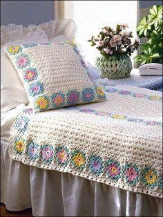 Colcha y almohadón, tejidos al crochet